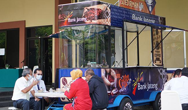 UNSOED Terima Food Truck dari Bank Jateng